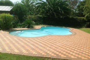 Pool paving with Corobrick