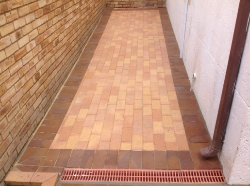Clay paving in 2 colours