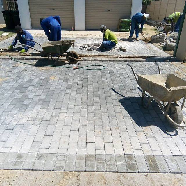 stretcher bond grey and charcoal bevel paver
